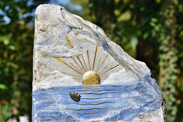 tombstone-3711580_640